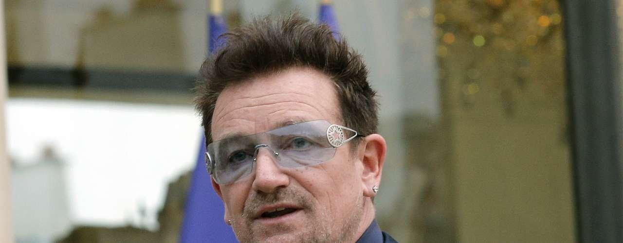 8 - BONO: Ya sea por su música o por su buena voluntad, el líder de U2 no es olvidado por los fans.