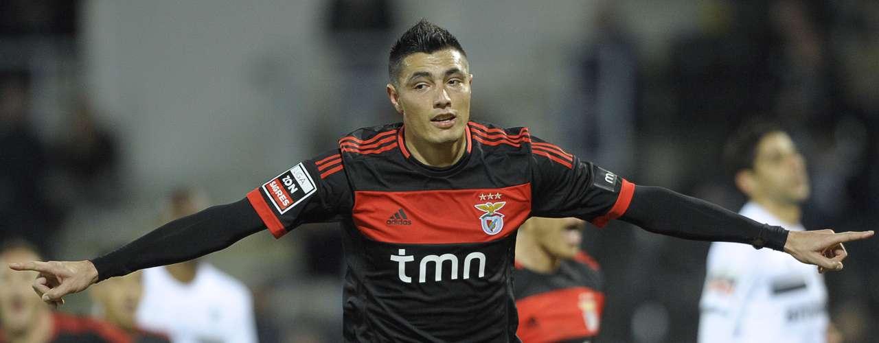 2. El segundo lugar es para el delantero paraguayo del Benfica, Óscar Cardozo, quien lleva 16 goles esta temporada. Este fin de semana anotó un gol en la victoria 4-0 de su equipo sobre el Vitória de Guimaraes.