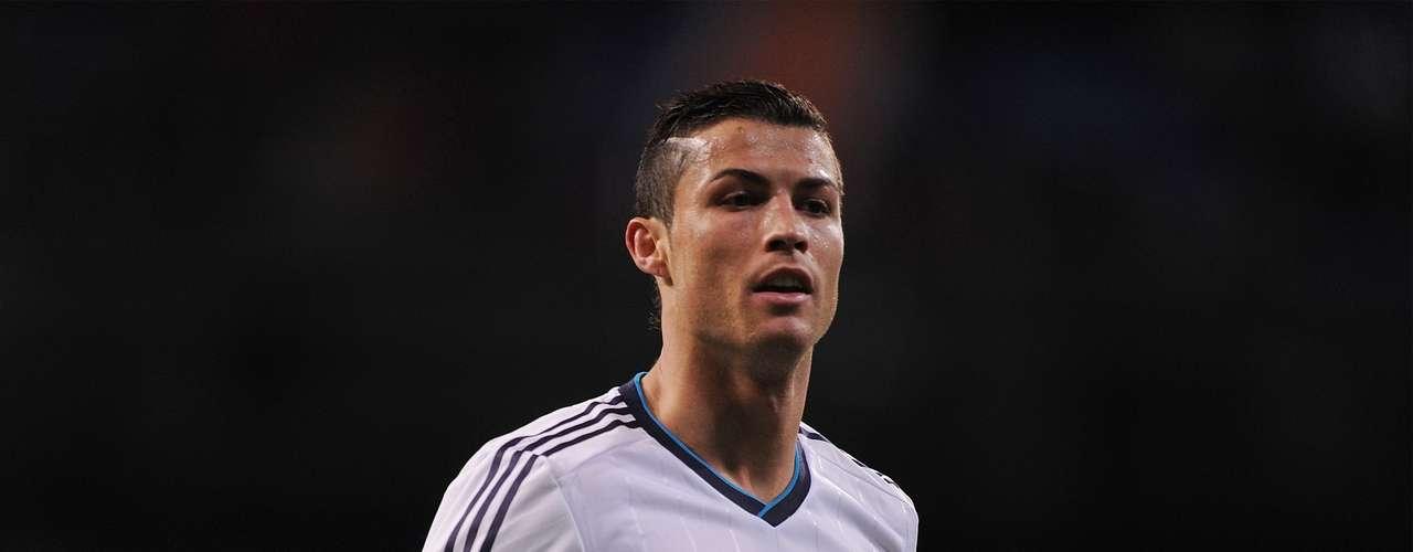 2. El segundo lugar es para el delantero portugués del Real Madrid, Cristiano Ronaldo, quien lleva 27 goles esta temporada. Este fin de semana anotó un gol en la victoria de su equipo 5-2 sobre el Mallorca.
