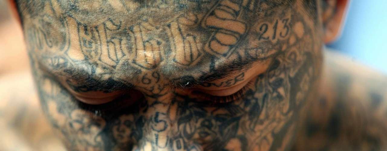 Como si fuera poco existen algunas evidencias de que otros cárteles mexicanos les han pagado a las Maras para que vendan drogas a cuenta de ellos. Las autoridades salvadoreñas también están al tanto de contactos informales entre Los Zetas y las filiales locales de la Mara Salvatrucha.