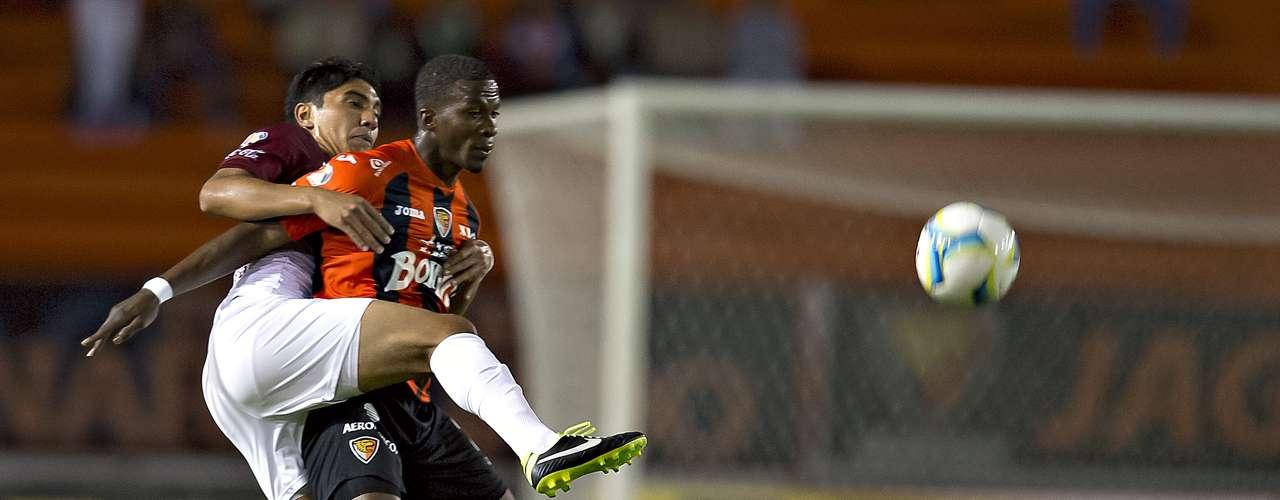 Al minuto 33 del Jaguares 1-1 ante Morelia Franco Arizala remató de frente a la portería, pero su impacto se fue por encima de la portería para perderse el gol del empate. Después Luis Gabriel Rey consiguió igualar el marcador.