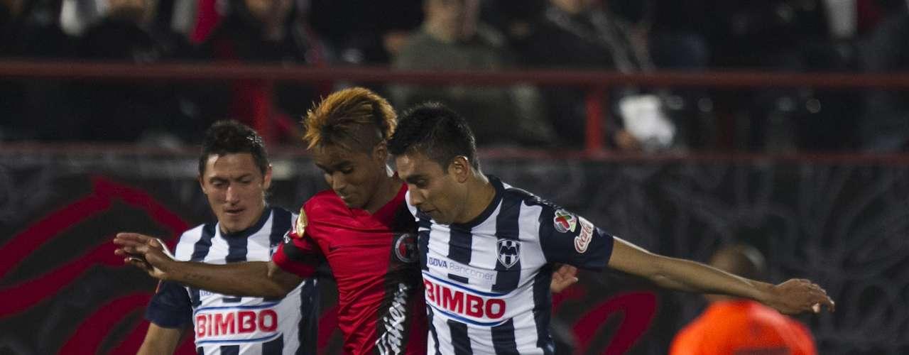 En una triangulación entre Suazo y Zavala dentro del área, Jesús se quedó solo frente a Saucedo, pero disparó chorreado por un costado y dejó ir el 3-1 para Rayados al 82, cinco minutos después Xolos consiguió empatar a dos.