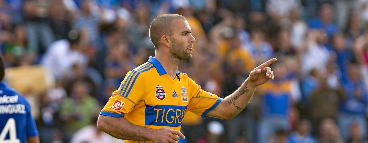 Liga MX: 1. El primer lugar de la tabla de goleadores de México es el mediocampista argentino de Tigres, Emanuel Villa, quien tiene 8 goles esta temporada. Este fin de semana no anotó.