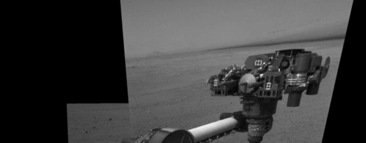 Poco antes de detener sus investigaciones, el explorador -que funciona con energía nuclear-utilizó el taladro que tiene en su brazo robótico de 2 metros (7 pies) de largo para perforar una roca cerca de donde aterrizó y analizó el polvo.
