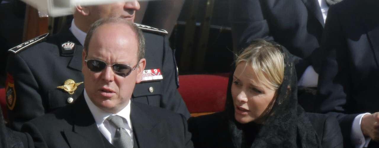 Charlene de Mónaco ha lucido velo negro, aunque podría haber hecho uso del privilegio de blanco al ser la consorte del soberano monegasco.