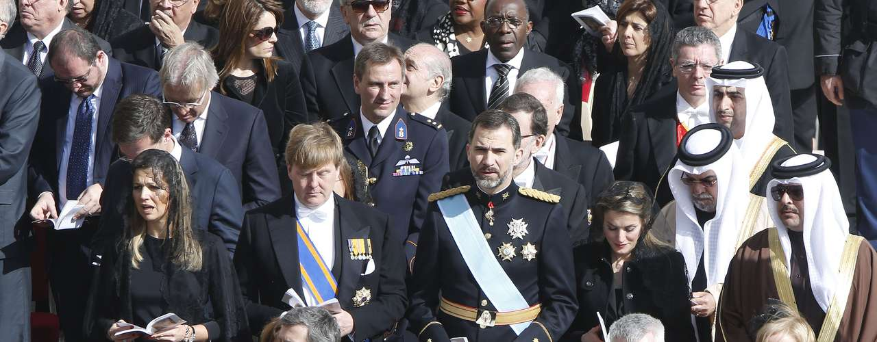 Tanto el príncipe Felipe como el príncipe Guillermo de Holanda han lucido sendos uniformes de gala.