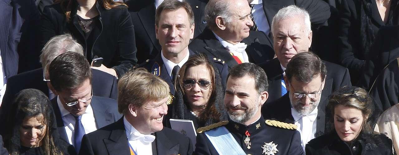 Elvira Fernández, detrás de los príncipes Felipe y Guillermo,ha lucido también mantilla.