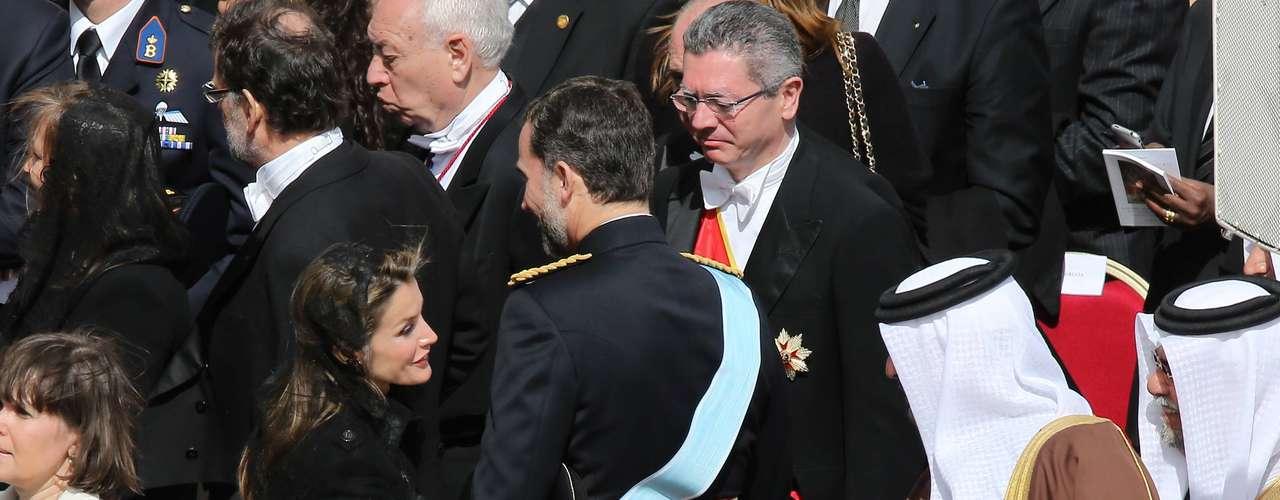 Letizia Ortiz saludando a jefes de estado.