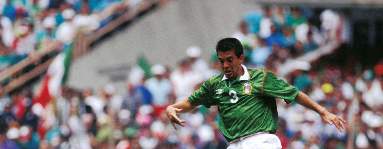 Para un partido tan ríspido era importante contar con uno de los 'suavecitos' históricos del futbol mexicano, Juan de Dios Ramírez Perales, quien en ningún momento se tentó el corazón.