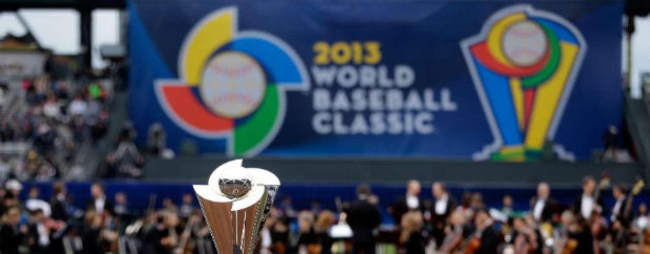 Este es el trofeodel Clásico Mundial de Beisbol que disputaron República Dominicana y Puerto Rico en el AT&T Park de San Francisco.