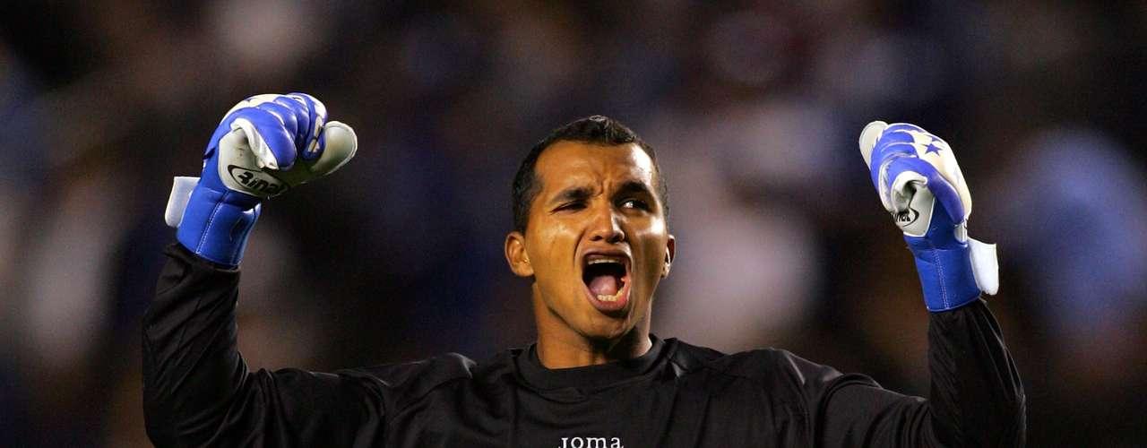 Donis Escober es el portero suplente de la selección y también de Noel Valladares en el Olimpia.