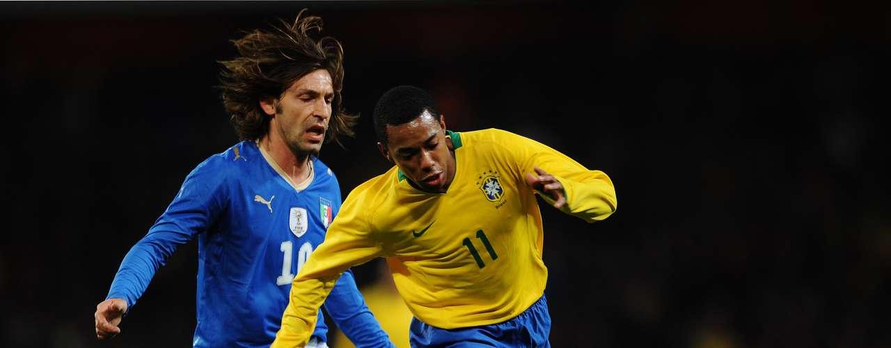 También en el 2009, Brasil se impuso 2-0 a Italia en un partido amistoso celebrado en Londres.