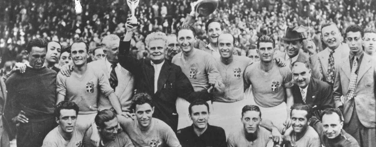 Italia derrotó 2-1 a Brasil en su primer enfrentamiento en la selección mayor, para avanzar a la final del Mundial de Francia 1938, para después coronarse como bicampeón del mundo.