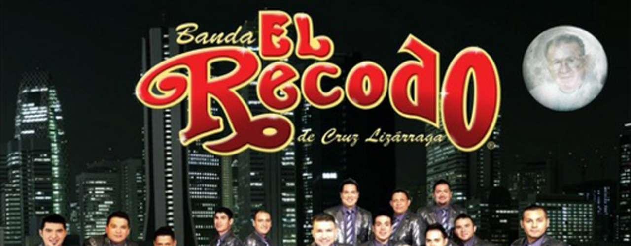 La Banda El Recodo prepara un nuevo disco, cuyo título y sencillo están por definirse, el cual empezará a sonar a finales de mayo y físicamente aparecerá hasta junio. Charly Pérez, uno de los vocalistas de la agrupación, informó a Notimex que la producción \