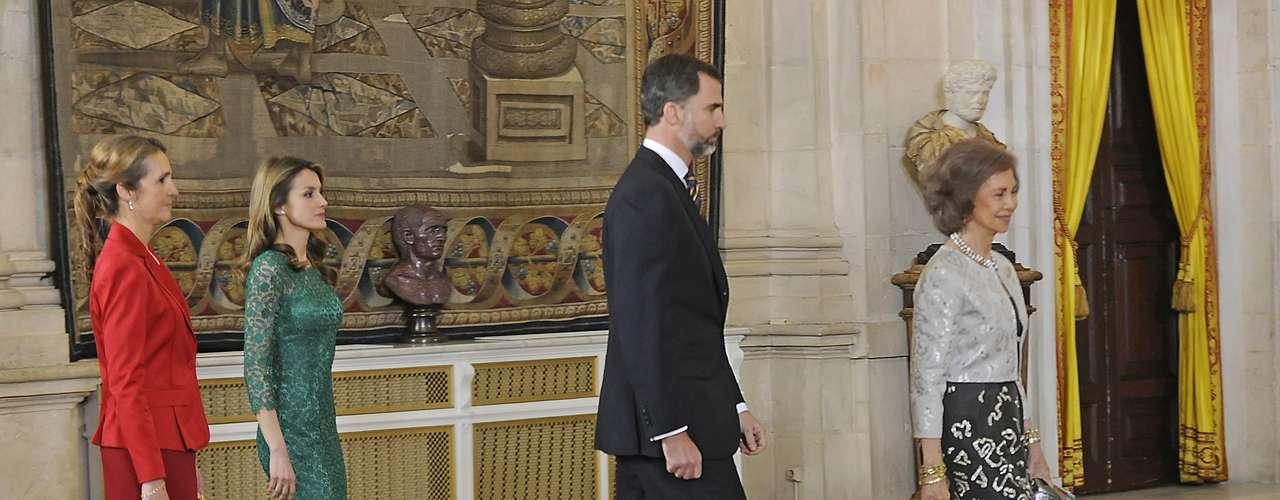 Doña Letizia lucía por primera vez este vestido firmado por Felipe Varela.