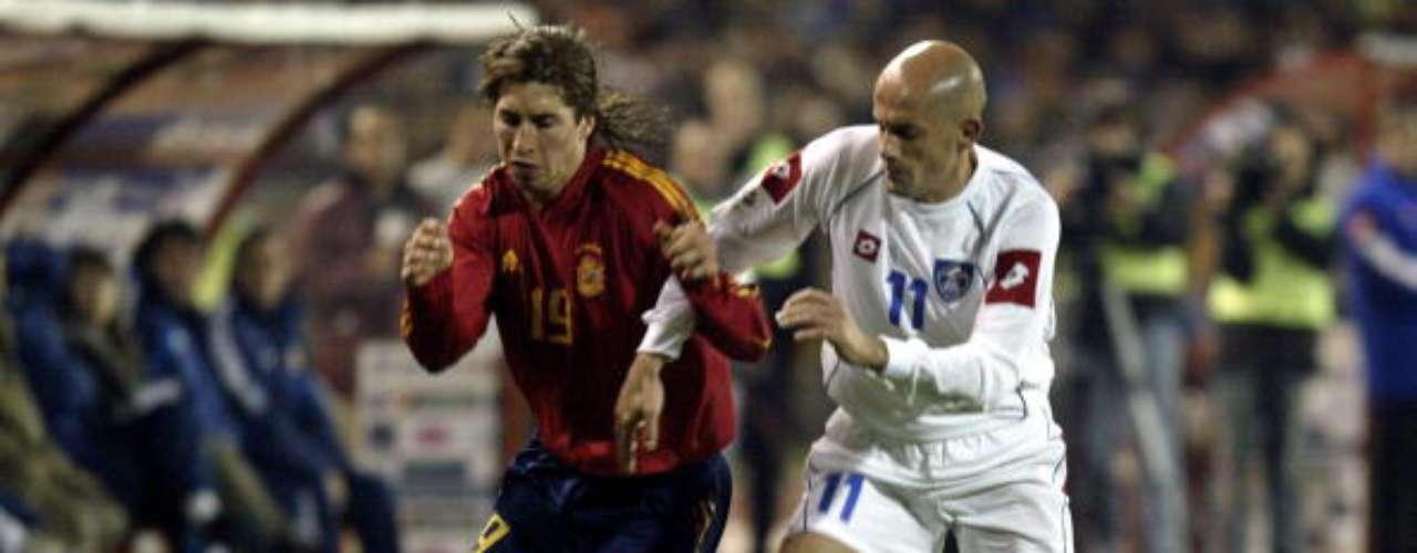 Debut de Ramos con la Seleccion en 2005 ante Serbia