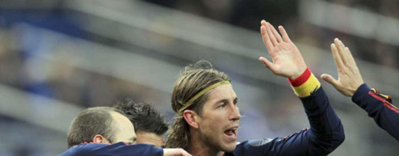 Ramos celebra un gol ante Francia en un amistoso