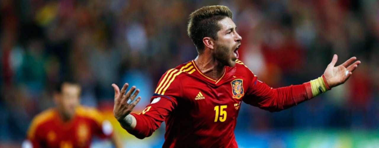 Ramos anota un gol ante Francia el pasado mes deoctubre en el Calderón