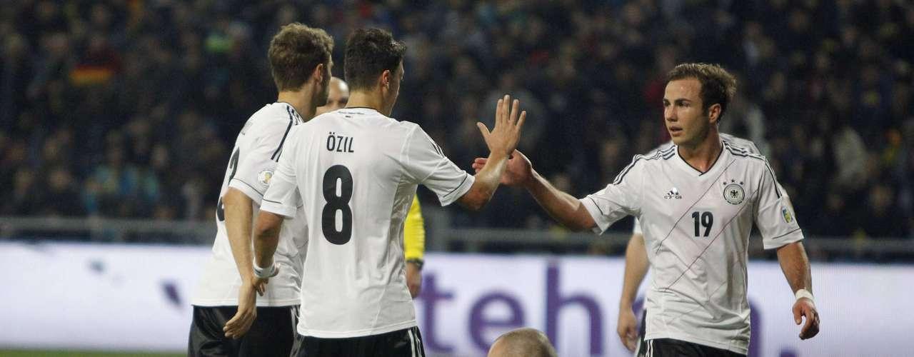 En el Astana Arena, Alemania logró una victoria 3-0 en su visita Kazajistán, en un juego en el que pudo darse el lujo de jugar a media máquina en el segundo tiempo.