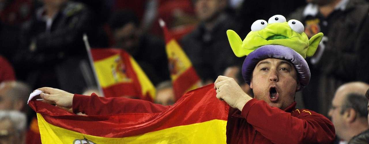 Sin embargo, los aficionados de España no dejaron de apoyar a su selección y llenaron las gradas del estadio de Gijón, en el que había 30.000 espectadores.