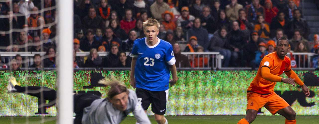 Finalmente, Holanda venció 3-0 a Estonia en el Amsterdam Arena, en el que los aciertos de Rafael Van der Vaart y Robin Van Persie fueron la clave del triunfo, y dejaron vencido al portero estonio Sergey Pareyko.