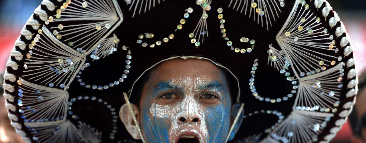 Pero este hincha catracho aprovechó la oportunidad para homenajear a sus rivales usando un sombrero de charro.