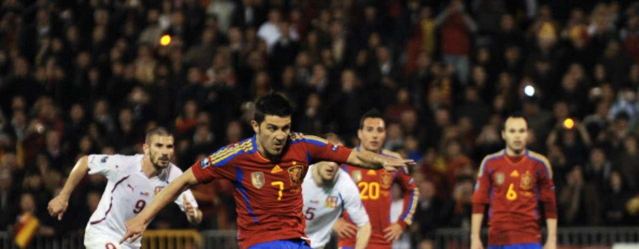 En marzo de 2011 se convirtió en el máximo goleador de la historia de la selección española.