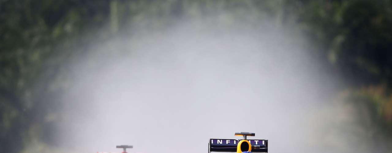 Vettel aceleró a fondo, a pesar de la lluvia que cayó en la competencia.