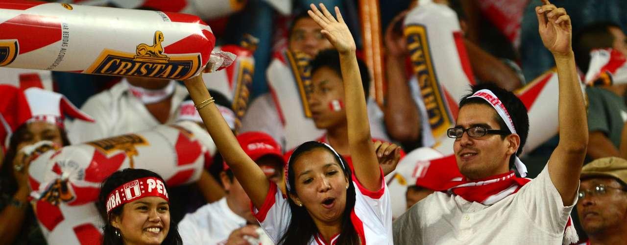 Finalmente, Perú derrotó 1-0 a Chile en el Estadio Nacional de Lima. Las estrellas del partido, además de Jefferson Farfán con su gol, fueron los aficionados peruanos, quienes no dejaron de alentar a su selección durante todo el juego.