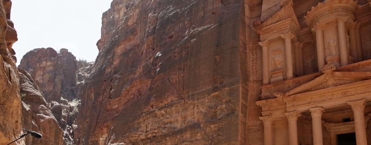 El mandatario estadounidense voló en helicóptero al complejo histórico, cavado en la roca hace 2.000 año por los nabateos, una tribu árabe que habitó el sudeste de Palestina y Siria, en la frontera con el mundo helénico, un par de siglos antes de Cristo.