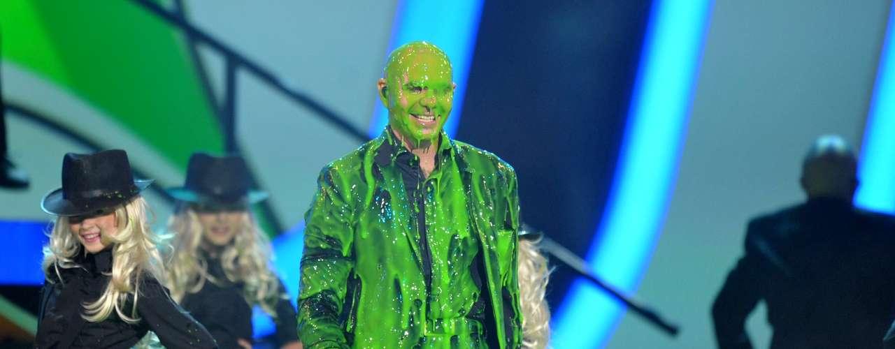 Pitbull fue la primer 'víctima' del temido slime pero al parecer el cantante lo disfrutó