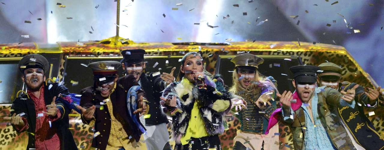 Kesha también animó la premiación cantando