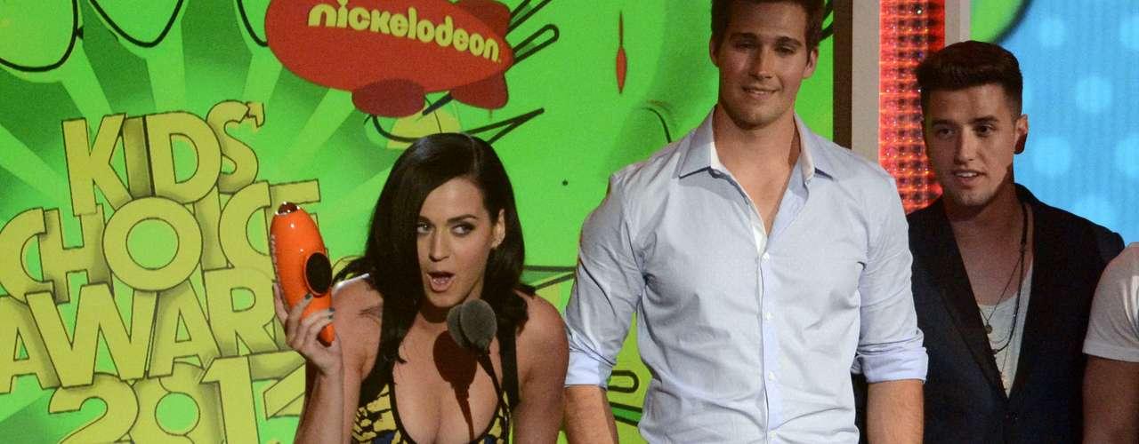 Katy Perry acepta el premio como Cantante favorita