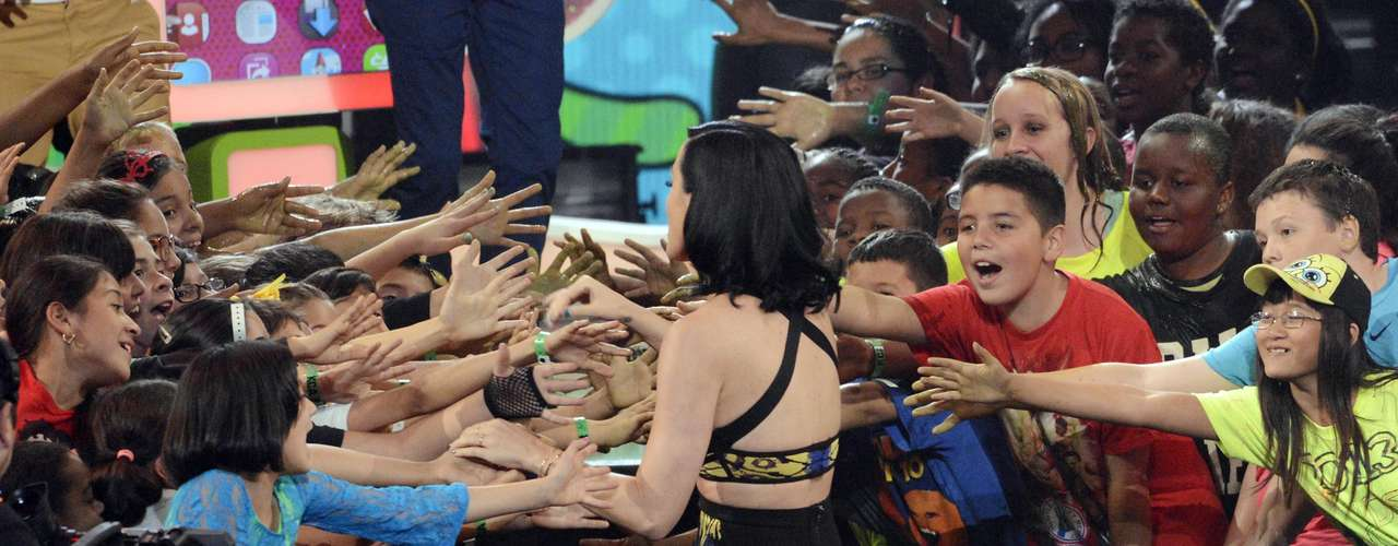 Katy Perry fue felicitada por los fans al momento en que fue a recibir su premio