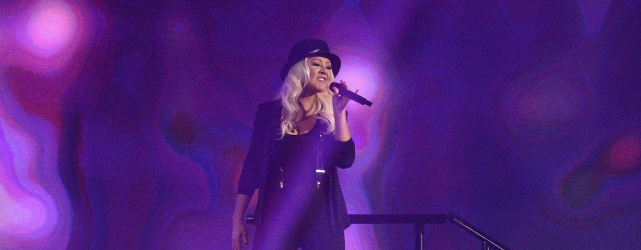 Christina Aguilera cantó al lado de Pitbull en la parte inicial de la ceremonia
