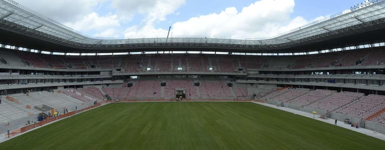 24 de marzo de 2013: La Arena Pernambuco divulgó una imagen de la conclusión de cultivo del césped el pasado mes de marzo.