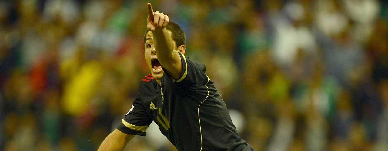 Ya en el encuentro, el desespero se apoderó de los jugadores del Tri, por lo que Javier 'Chicharito' Hernández incluso hasta terminó discutiendo con el juez.