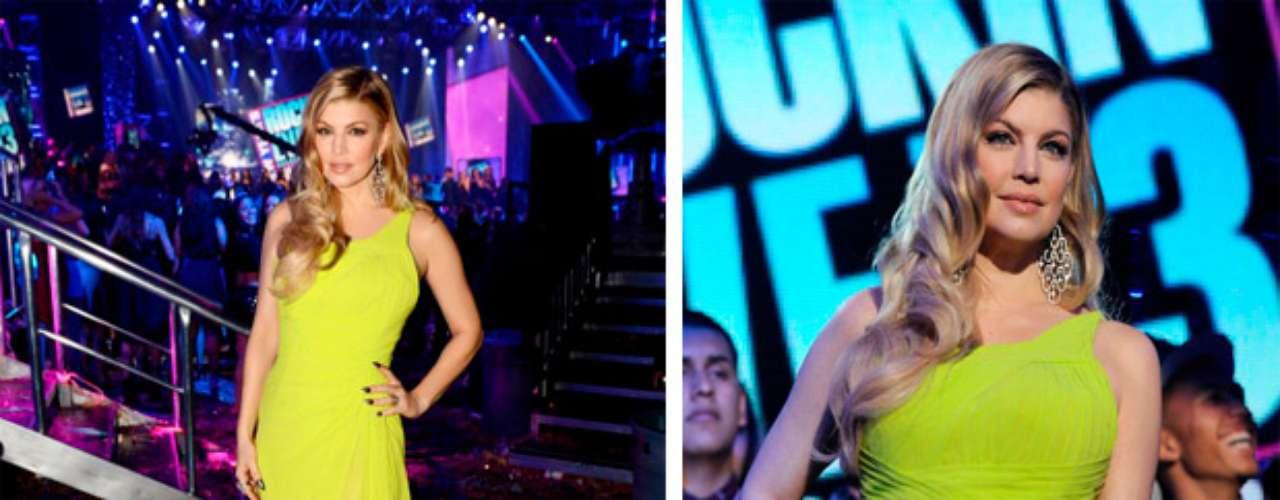 Mira que hermosa se ve, con un mes de embarazo, en el fin de año en los estudios de CBS, el 31 de diciembre de 2012 en Los Ángeles, California.