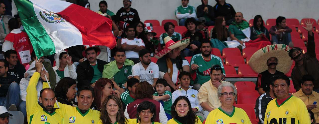 Ya en las gradas, se hizo más evidente el optimismo de los hinchas mexicanos, quienes no dudan que su selección clasificará a Brasil 2014.