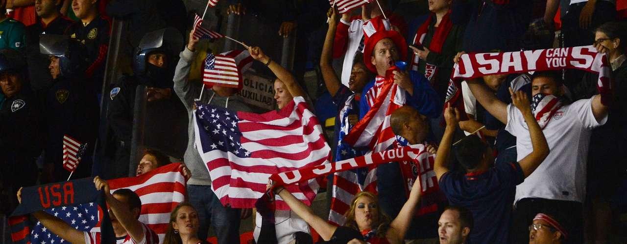 Por otra parte, los aficionados del Team USA tampoco fueron tímidos a la hora de expresar su amor por el equipo de las Barras y las Estrellas.