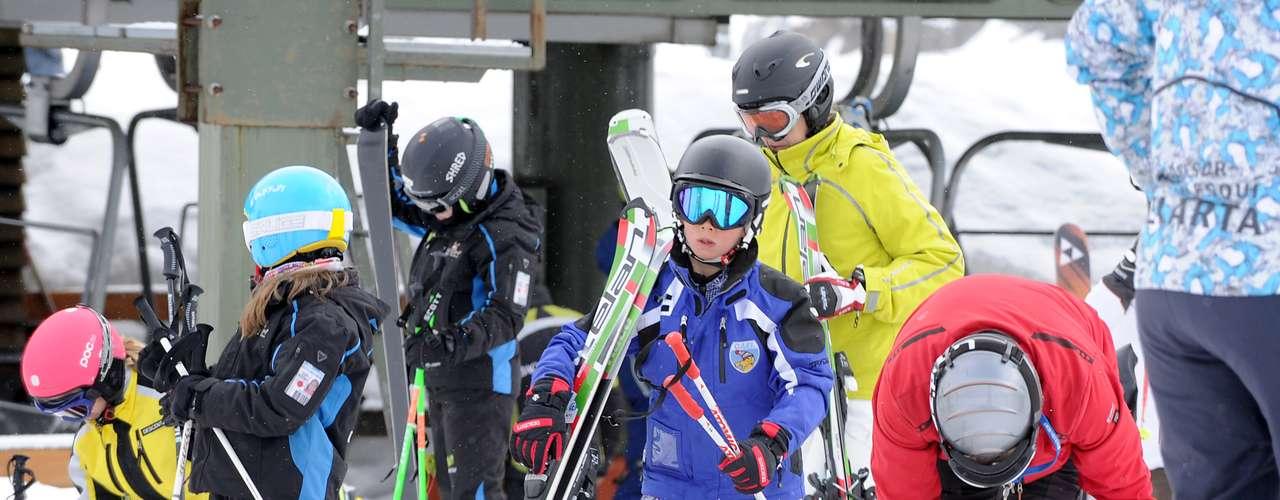 Sus dos hijos mayores, Juan y Pablo, esquiaron por su cuenta.