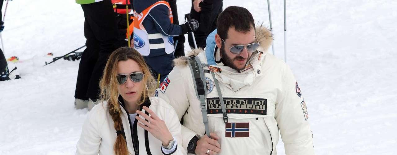 Tras dejar a Sacha y Eric en las clases, la pareja se marchó a esquiar y pasar el día en las pistas.