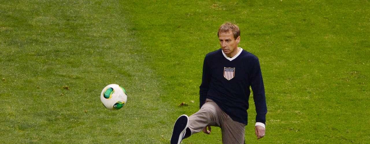 Además, el técnico de Estados Unidos, Jürgen Klinsmann, nos recordó con el balón sus momentos de gloria y de excelso talento como jugador.