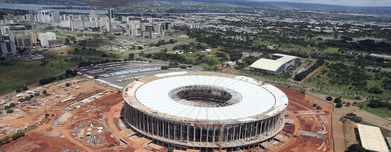 27 de marzo de 2013: La cobertura blanca del estadio también ayudará a la iluminación natural y reflejará los rayos solares, lo que reducirá el calor interno y la necesidad del uso de aire condicionado u otro tipo de ventilación artificial.