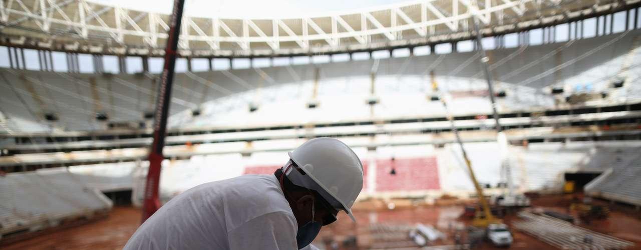 27 de marzo de 2013: El Estadio Nacional de Brasilia cuenta con un 94% de avance de las obras concluidas. Cinco mil asientos ya fueron instalados. La previsión para la entrega de la obra es el día 21 de abril, fecha del aniversario 53 de la capital del Distrito Federal.