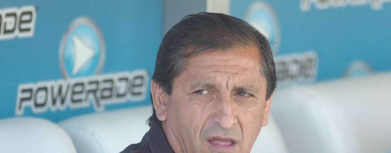 Entre River, San Lorenzo e Independiente, el Pelado estuvo sentado 17 veces en el banco viendo a su equipo enfrentar a Vélez. Y el historial es sumamente parejo: ganó 6, empató 6 y perdió 5