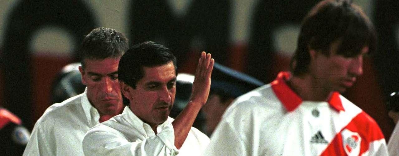 La única derrota fue en el segundo choque en el que Vélez se impuso por 3 a 2 en el Clausura 2006