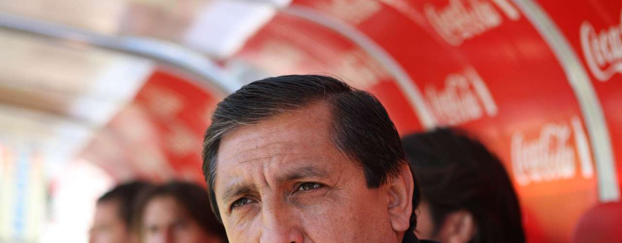 Con Independiente sólo disputó un partido y fue derrota por 1 a 0.  Era el tercer encuentro del Pelado en el Rojo, donde llegó para suceder al Turco Mohamed quien se fue en la sexta fecha del Apertura 2011 luego de cosechar 7 puntos