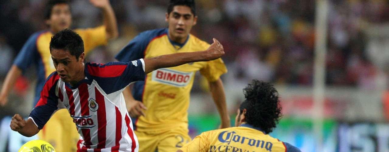 En el Clausura 2008, con doblete de Sergio Santana y anotación de Sergio Ávila, Chivas goleaba 3-0 al América al minuto 67, pero las Águilas reaccionaron con un par de goles de Salvador Cabañas, aunque ya no lograron empatar.