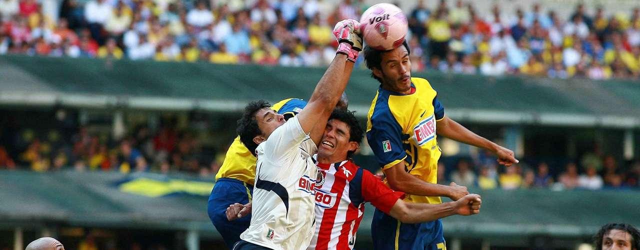América y Chivas empataron 0-0 en el Azteca, en el torneo Apertura 2010.